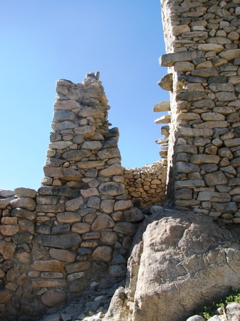 Fig. 2: A close-up view of the main edifice at Nyarma. Note the protruding corbels at the intermediate level. They must have been knitted to an extension or dependency immediately to the right of the main edifice, an area that is now an open space enclosed by walls. Photograph by Quentin Devers