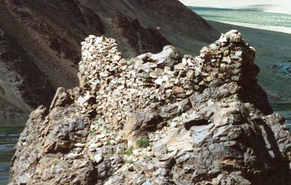 Fig. 6. Ruined Walls of Kabren (Skabs-ren gyang-gog)