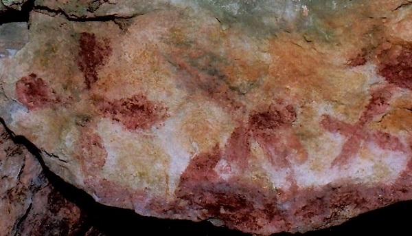 Fig. 5. Two more red ochre cruciform motifs (seen on either end of the image) from an insular site.