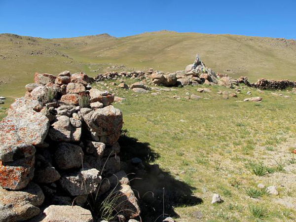 Fig. 10. The east wall (left side of photo) and the eastern half of the south wall of the main structure at Dragu Tara. A shrine with prayer flags is plainly visible.
