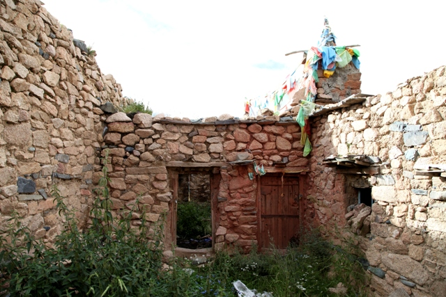 Fig. 16. Apartments of the current Kyisum Labrang. The chapel is accessed through the wooden door.