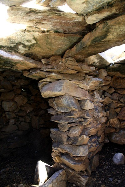 Fig. 14. A wall buttress in the house of the Summit sector, Bell Island. Note how many corbels and bridging stone converge on this wall for support. This arrangement now seems rather precarious.