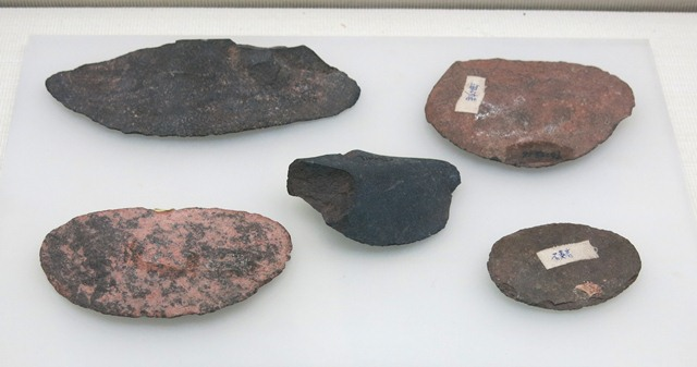 Fig. 23. Ovoid stone blades, Kharub, Chamdo. Middle or Late Phase of the Neolithic (5300–4000 BP). Tibet Museum collection.