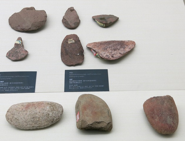 Fig. 30. Bottom row: stone pestles, Chugong, Late Neolithic (4000–3500 BP). Middle row (right): stone spade and stone hoe, Kharub, Chamdo, Middle or Late Phase (5300–4000 BP). Middle row (left): stone spade, Kharub, Chamdo, Middle or Late Phase (5300–4000 BP). Upper row: various stone tools, Kharub, Chamdo, Middle or Late Phase (5300–4000 BP); and Chugong, Lhasa, Late Neolithic (4000–3500 BP).Tibet Museum collection.