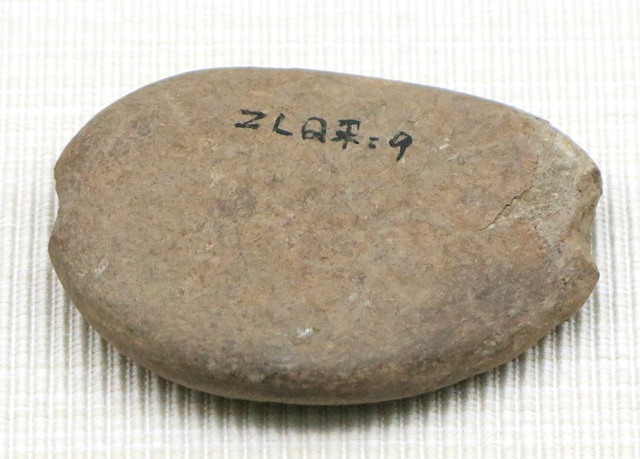 Fig. 37. Stone sinker on net (?),Chugong, Lhasa. Late Neolithic (4000–3500 BP). Tibet Museum collection.