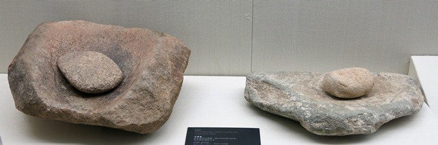Fig. 40. Stone metates, Chugong, Lhasa. Late Neolithic (4000–3500 BP). Tibet Museum collection.