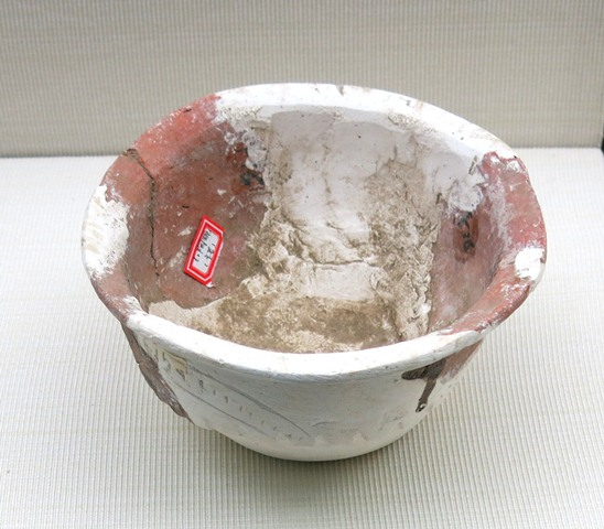 Fig. 60. A smaller red-ware bowl with everted rim. Kharub, Chamdo, Middle or Late phase of the Neolithic (5300–4000 BP). Tibet Museum collection.