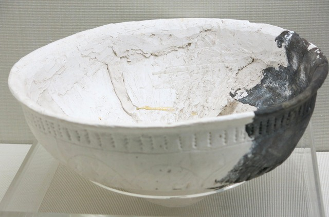 Fig. 65. A large bowl of dark-gray ware, with incised designs on the body and sub-conoidal base. Below the rim of the vessel the body is a series of punctates arranged in vertical lines. Kharub, Chamdo, Middle or Late phase of the Neolithic (5300–4000 BP). Tibet Museum collection.