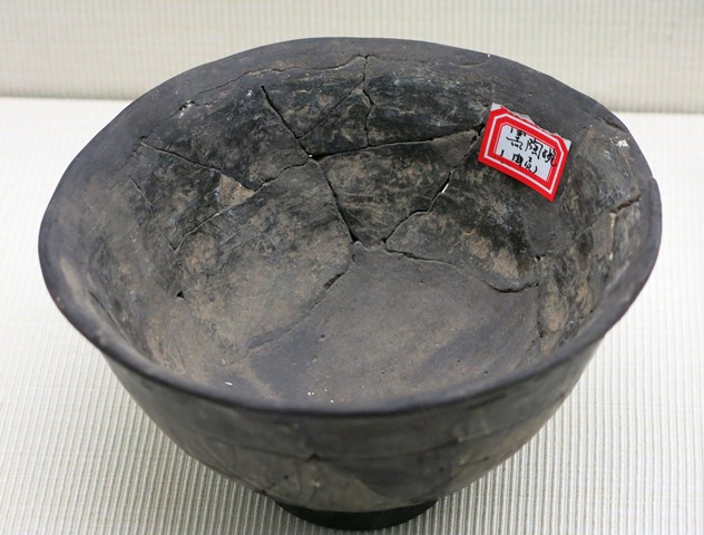 Fig. 76. Dark-gray ware bowl, with outwardly tapering body, small foot and slightly turned-out rim. Chugong, Lhasa, late Neolithic (4000–3500 BP). Tibet Museum collection.