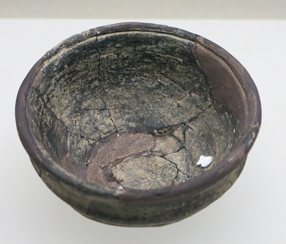 Fig. 77. Bowl of dark-gray ware with collared rim. Chugong, Lhasa, late Neolithic (4000–3500 BP). Tibet Museum collection.