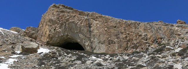 Fig. 87. The east mouth of the Sinmo Khadang cave site.