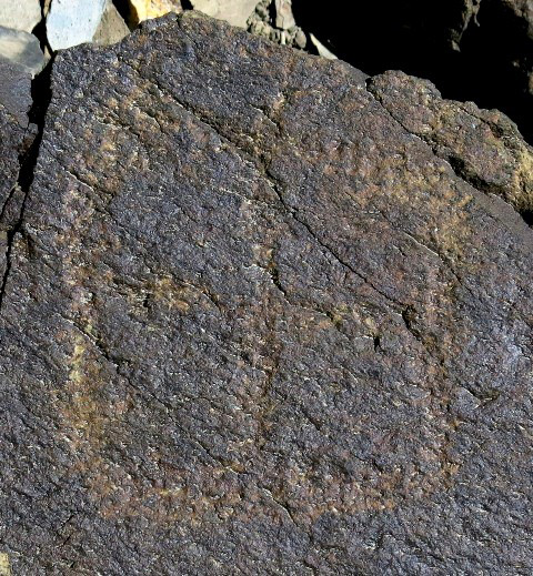 Fig. 6.11. A geometric (18 cm high) carving on a small boulder, consisting of a square subdivided into quarters. Iron Age or Protohistoric period.