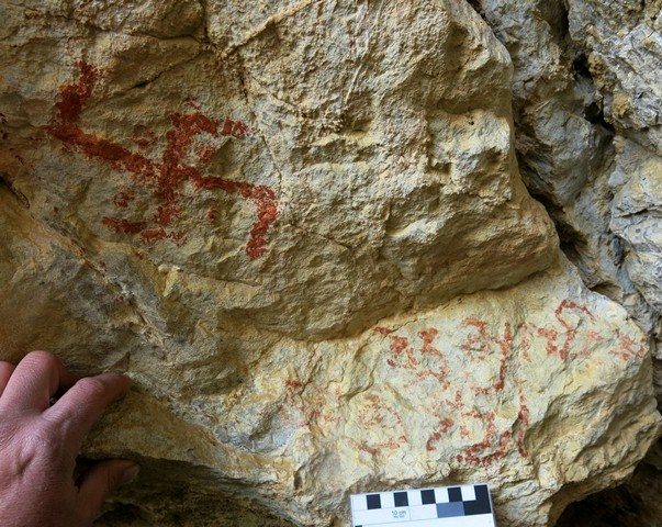 Fig. 28.20. Swastika with dots between the arms. This is a much more recent pictograph, undoubtedly inspired by the earlier rock art of Sinmo Khadang. Below the swastika are a few Tibetan letters of considerable age.