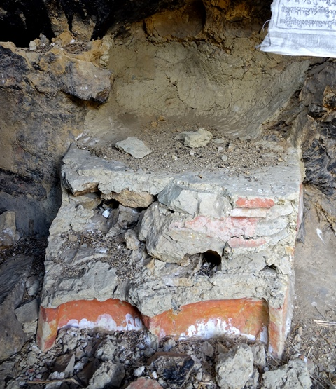 Fig. 28. The masonry and adobe platform with traces of orange (ochre) and white pigments on the exterior faces.